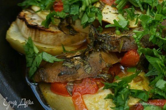 Поставить в духовку на 180 градусов, примерно на 30 минут чтобы овощи запеклись.