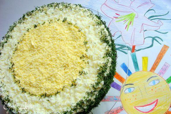 Для декора я использовала отдельно желток и отдельно белок, потертые на средней терке. Края присыпала рубленным укропом (только самые нежные листики) Вы можете украсить торт по своему вкусу!