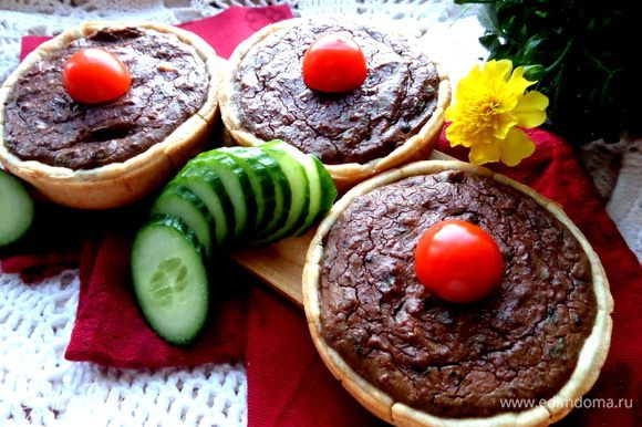 А ещё,раз пошла такая песня про печёночку,мы недавно отведали пироги с печёнкой от Ярославы,хотя у неё это один пирог: http://www.edimdoma.ru/retsepty/66503-pirog-s-pechenyu-i-vyalenoy-klyukvoy