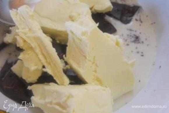Ганаш: На водяной бане, в миске растопить шоколад с молоком, добавить сливочное масло.