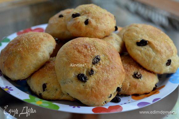 Поставить в духовку разогретую на 180 гр на 20-25 мин. Готовые булочки посыпать крупным сахаром по желанию. Подаем теплыми, например с молочком.
