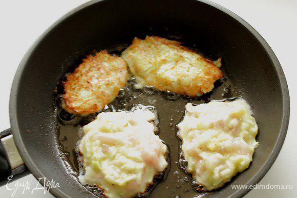 Разогреть растительное масло, ложкой выкладывать тесто и обжаривать на среднем огне с двух сторон до румяного цвета.