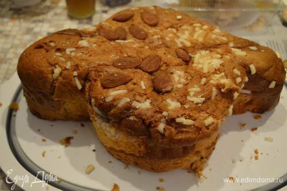 Итальянцы используют его (судя по их же кулинарным книгам) даже чаще, чем свои савоярди, только из Панеттоне можно делать и сладкий торт без выпечки и солено-пряные закуски к празднику (рецепты обязательно выложу). Его главное достоинство эластичность текстуры по 10-балльной шкале- 10! Можно хоть скульптуры лепить, а вкус останется нежным и крем все равно впитается. Ну если совсем северный полюс у вас (хотя я родом из Пензы, была у родителей месяц назад, Панеттоне можно купить в итальянских лавках, они сейчас везде) есть рецепты его приготовления например Юлии Высоцкой http://www.edimdoma.ru/retsepty/39491-panettone. Ну совсем в крайнем случае импровизируйте, хотя лучше конечно с ним- вкус неповторимый ))