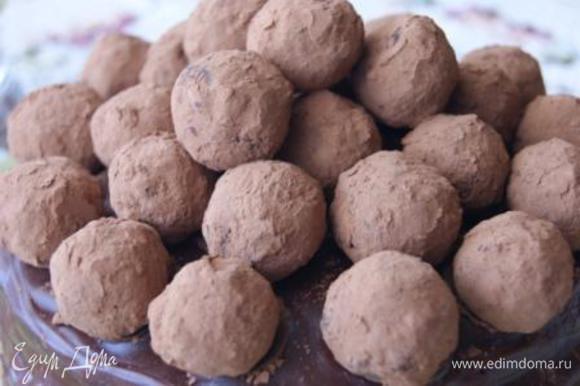 Украшаем тор по желанию. Я приготовила шоколадные трюфели и украсила ими тор! Получилось отличное сочетание!