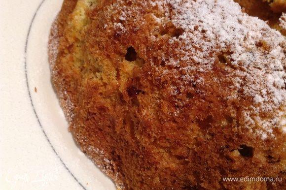 Остывший кекс посыпать сахарный пудрой.