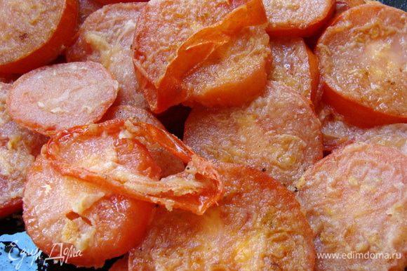С уже обжаренных помидор снять кожицу, это очень легко.