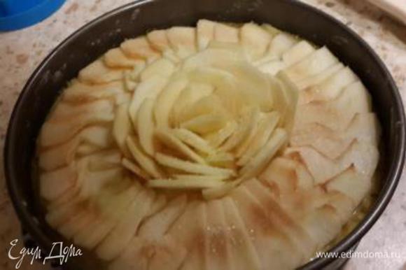 Украшаем яблочными дольками и посыпаем сахаром) Фантазируйте дорогие!)