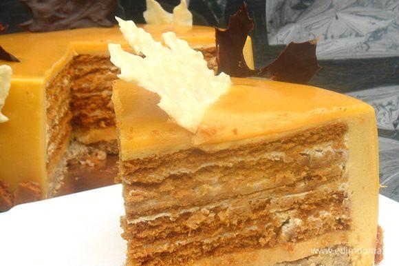 Нагреваем нож и режем торт. Приятного аппетита!!!