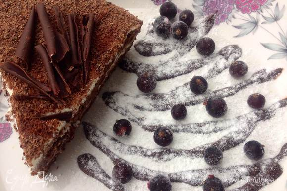 Дать постоять намазанному торту 2-3 часа без холодильника и потом отправить его в холодильник. Торт обалденный..на Новый Год сделаю именно его Новогоднего всем настроения и приятного аппетита :-)