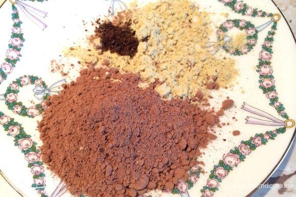 Смешать гвоздику, имбирь и корицу. К медовой смеси добавить какао, пряности и соль. Как только медовая смесь будет комнатной температуры, разбить туда куриное яйцо и все перемешать.