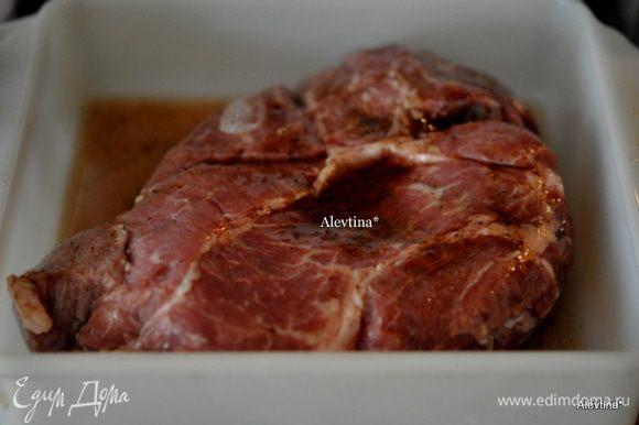 Разогреем духовку до 150 гр. Достанем из холодильника говядину, переложим из рассола в жаропрочное блюдо или на противень. Добавим ½ рассола. Поставим в духовку на 1,5 часа или 2. До той готовности ,которую предпочитаете.
