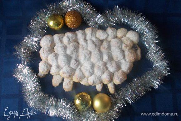 Когда остынет немного,посыпать сахарной пудрой и подавать к столу. Приятного аппетита!!!! Счастливых и вкусных вам праздников!!!!