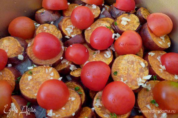 Далее слой помидоров.