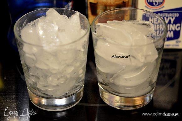Заполнить ёмкости льдом.