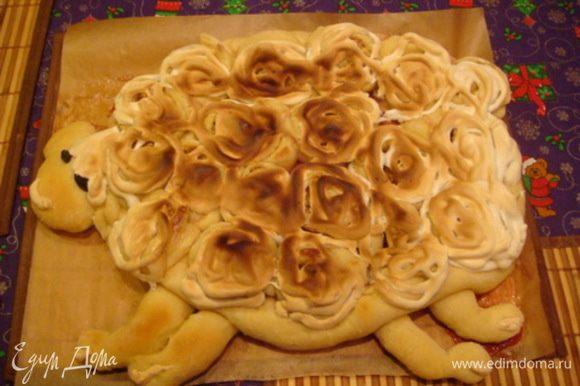 Фото сразу после духовки. Пирог с двумя начинками получился очень мягким, вкусным. Мои оценили.