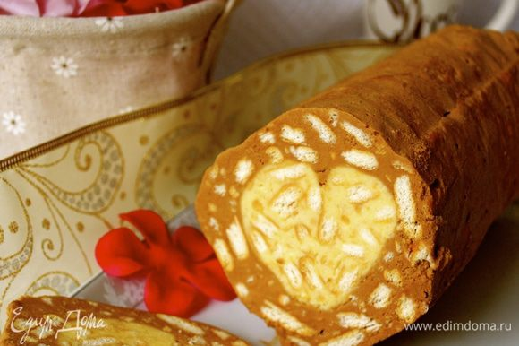 А еще, по поводу предстоящего Дня всех влюбленных, побалуйте себя вот такой шоколадной колбасой-салями с сюрпризом! ;) http://www.edimdoma.ru/retsepty/64077-desertnaya-salyami-beloe-serdechko-shokolada