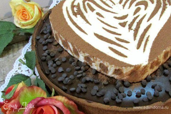 Когда кофейный ганаш хорошо застынет, аккуратно выложить на него мусс маскарпоне (хорошо застыл). Сверху посыпать какао. Украсить по своему вкусу.