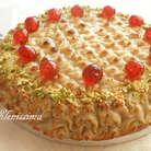 Готовый торт можно дополнительно украсить цукатами или орехами. Приятного аппетита!