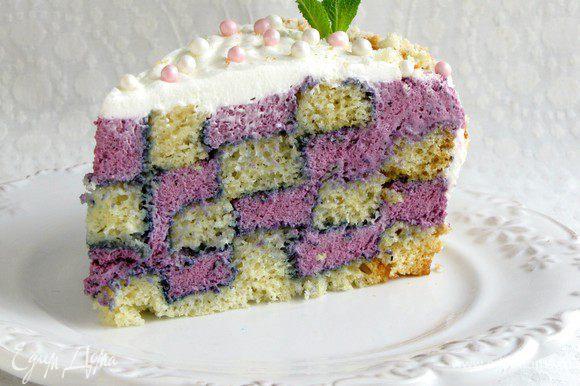 И, наконец, кусочек торта! Вот такая красота получается! Можно звать гостей. Приятного аппетита!