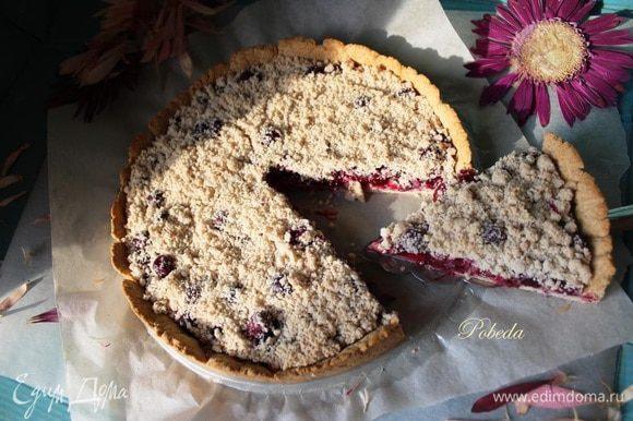 """Готовый пирог по желанию посыпаем сахарной пудрой и наслаждаемся! Я пекла его дважды, оба раза """"улыбнулся"""" моментом! Приятного аппетита и яркого солнышка всем вам!"""