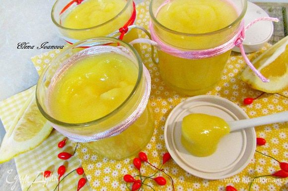 Заранее приготовить лимонный курд. Я готовила по рецепту Алечки (Апрель) http://www.edimdoma.ru/retsepty/57360-limonnyy-kurd. Очень вкусный десерт сам по себе. Алечка, ещё раз большое спасибо!