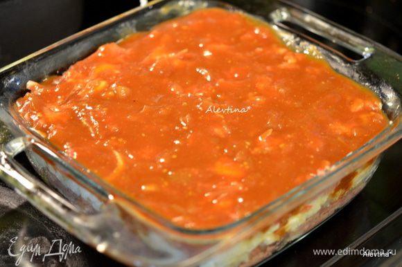 Смазать сверху домашним соусом барбекю или кетчупом по желанию. Поставить в разогретую духовку. Готовить 70 мин.