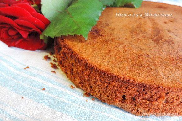 Приготовим шоколадный бисквит по рецепту http://www.edimdoma.ru/retsepty/73360-shokoladnyy-biskvit-ot-karla-shumahera. Используем форму 20см.