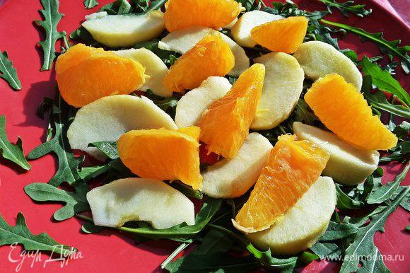 Затем апельсиновые дольки,вернее их половинки.