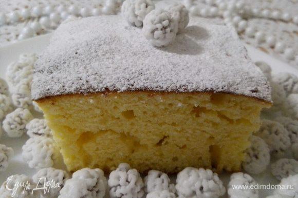 """Простите за такое фото, но не успела сфотографировать весь кекс, т.к. он """"улетел"""", еле остыв. Как кекс полностью остынет, посыпаем его сахарной пудрой и украшаем по желанию. Приятного чаепития!"""