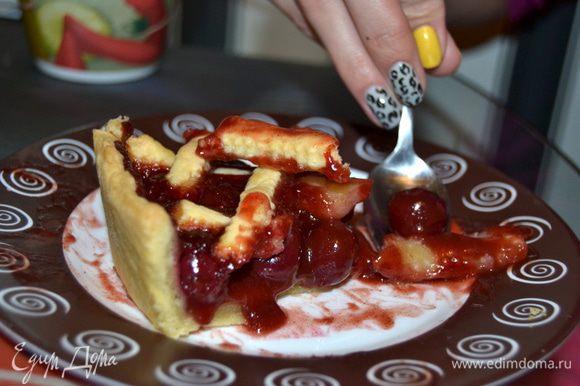Угощайтесь! Очень вкусное сочетание вишни с корицей!