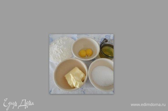 для бисквита 100 гр масло сливочное, 80 гр сахар, 100гр муки, 2-3 яйца, отделить белки от желтков.
