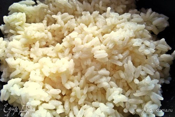 Рис заранее отвариваем, хватит одного варочного пакетика.