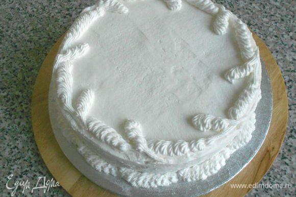 И сделать бордюр у основания торта.