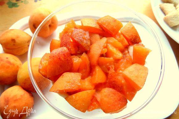 Далее слой фруктов.