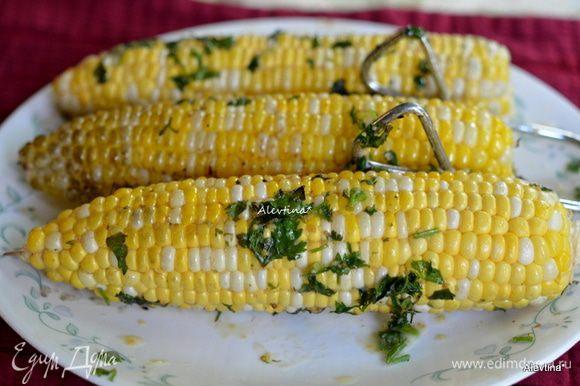 Подаем к столу, солим и перчим по вкусу. Приятного аппетита. Для справки одна кукуруза примерно 145 калорий на выходе.