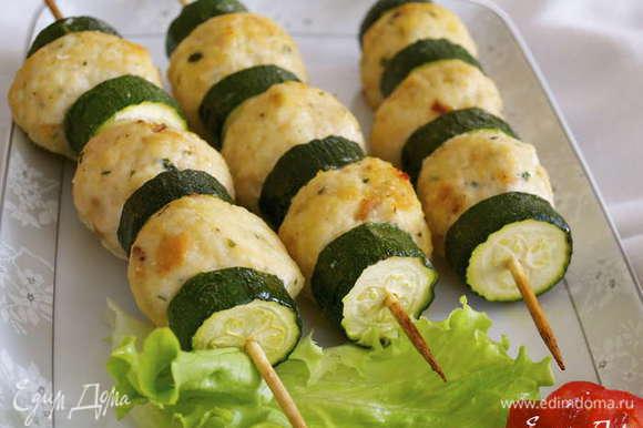 А ещё советую попробовать вот такие симпатичные и нежные тефтельки из курицы - http://www.edimdoma.ru/retsepty/67552-letnie-shashlychki-s-tsukini-i-kurinymi-teftelkami-dlya-eleny-kovach Такой рецепт подойдет и для более маленьких детишек! )