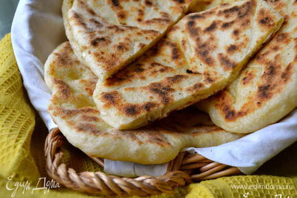 А еще могу предложить попробовать вот такие индийские лепешки Наан с сыром - тоже очень вкусно, в том числе для выхода на природу! http://www.edimdoma.ru/retsepty/53902-indiyskie-lepeshki-naan-s-syrom-cheese-naan