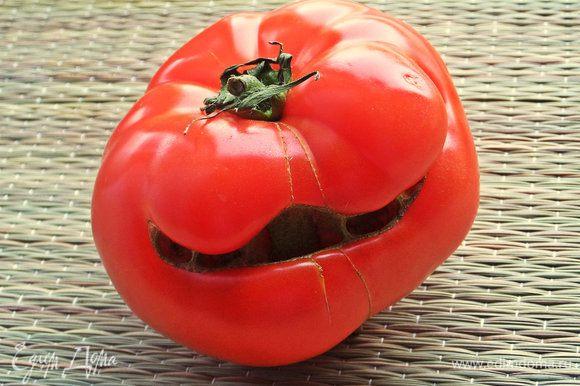 Теперь про помидор! Вот такого красавца увидела в магазине и взяла с собой -такой позитив!