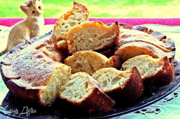 А вот пирог, куда я пристроила ананасовые кусочки: http://www.edimdoma.ru/retsepty/75106-pirog-s-ananasom