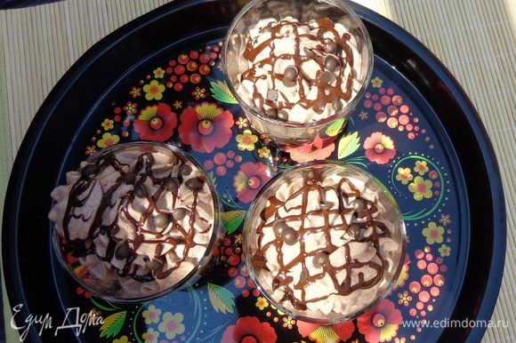 Украсить верх ганашем и шоколадными капельками. Приятного аппетита!