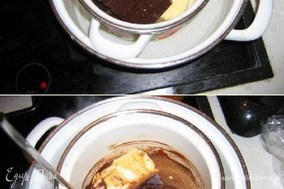 Заполним дно большой кастрюли на 2 сантиметра водой и поставим на плиту греться. Затем поместим небольшую кастрюлю внутрь большой и положим масло и шоколад в эту маленькую кастрюлю. Нагреваем чтобы масло и шоколад начали таять.