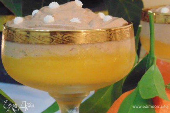 Выложить шоколадный мусс на мандариновое желе. Охладить десерт в холодильнике. Приятного аппетита!
