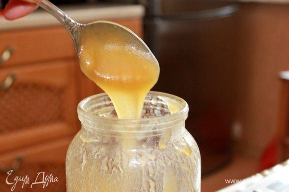 Подогреть мед и молоко до растворения меда. Не кипятить! Остудить до 40С.