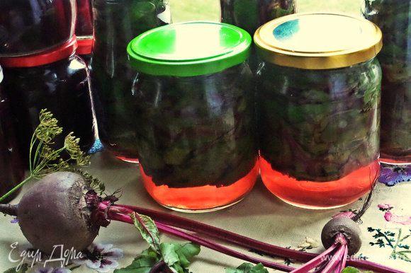 Листья затолкала в пять 0,5-литровый баночек, правда, подозрительные и дырявые пустила на суп!