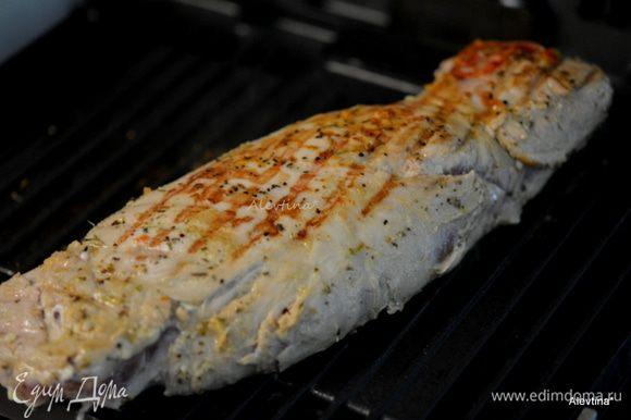 Приготовим свинину на гриле, встряхнув от маринада, или в духовке при температуре 200С до готовности примерно 45-60 мин.