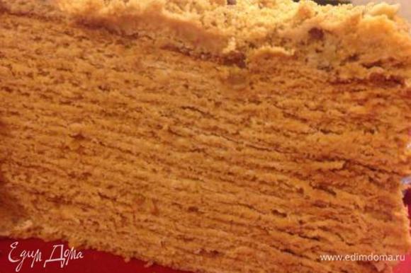 Поставить торт на ночь в холодильник, а утром насладиться насыщенным медовым вкусом с легким оттенком кофе!