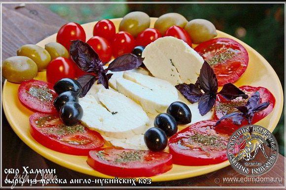 Кто же устоит, глядя на такое? А если добавить немного маслица оливкового, домашнего такого, чтобы холодного отжима, натурального, в общем. А уж помидоры и маслины – оливки …. Это не для натюрморта, это просто ОЧЕНЬ вкусно!