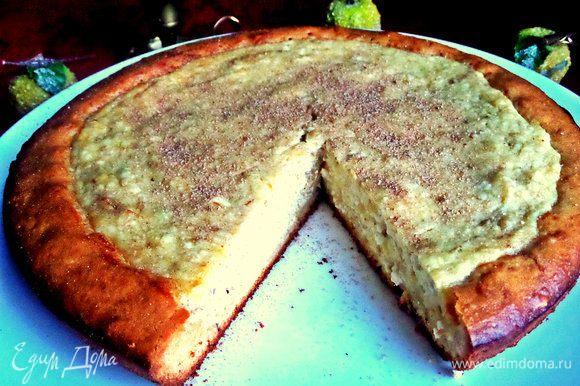 Тесто у ватрушечки только на краешках, ну а сам кусок состоит в основном из начинки!