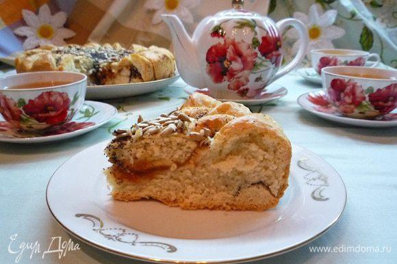 """Готовый, очень вкусный и красивый пирог """"Подсолнух"""" немного остудите и подавайте к столу на радость и удивление своим родным и близким!!!"""
