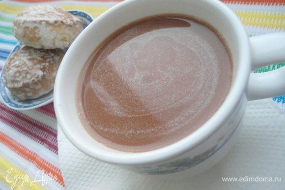 Залить сухие ингредиенты горячим чаем и хорошо размешать. Пить сразу. Очень простой и быстрый способ согреться, это выпить чашку ароматного чая!